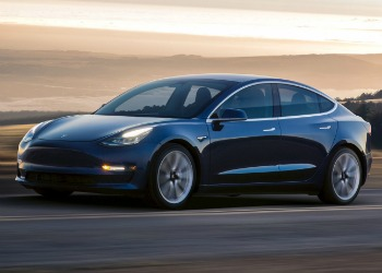 Tesla 3 - en religion